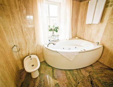 Royal-suite-bathroom-1030x685